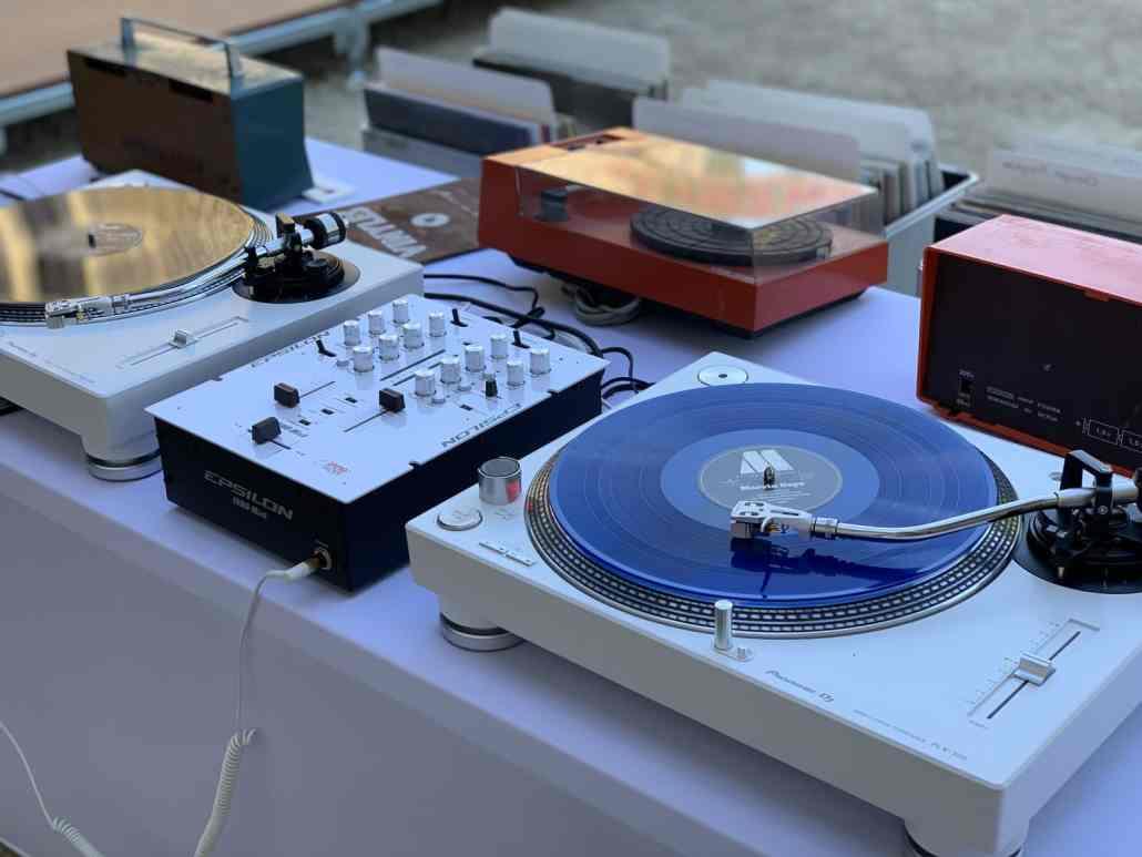 Prestation de BAr à vinyles à lyon pour soirée DJ inoubliable