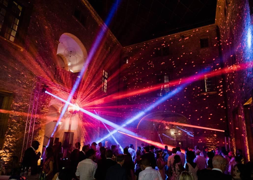 Prestation DJ lors de cette soirée de mariage au château de Bagnols dans le beaujolais à côté de Lyon