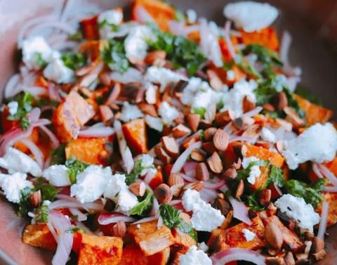 Tatlı Patates Salatası Nasıl Yapılır? Salamura Soğan, Taze Kişniş ve Keçi Peyniri Tarifi