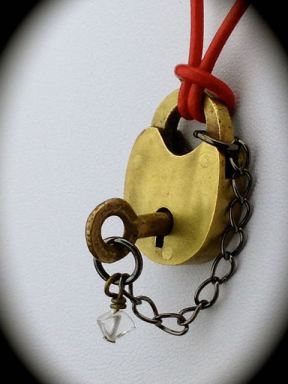 Tiny Antique Victorian Dog Colar Lock & Skeleton Key - working $59