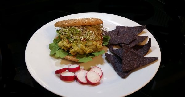 spicy avocado chickpea sandwich vegan