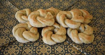 roasted garlic herb rolls