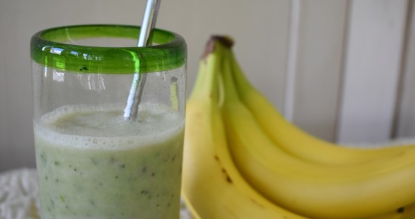 kiwi kale green smoothie