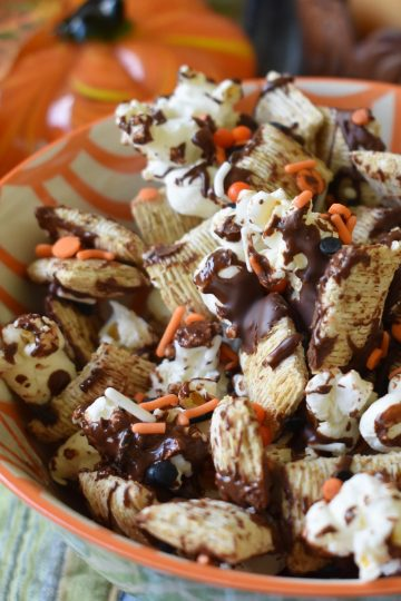 chocolate popcorn halloween mix
