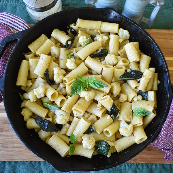 spicy cauliflower basil rigatoni