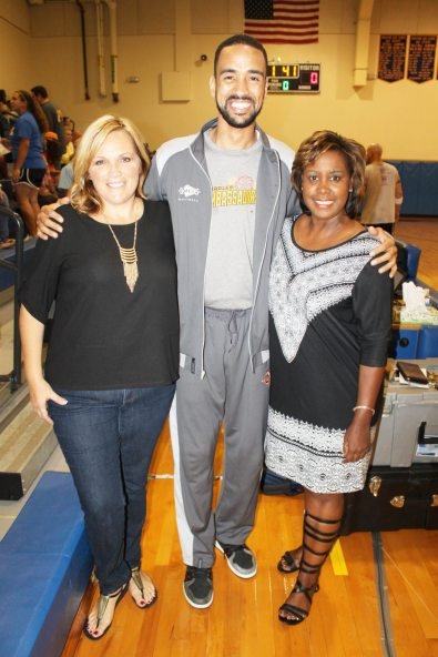 Rachel Neller, left, organizes the event on behalf of the Domestic Abuse Shelter represented by Venita Garvin Valdez, right. The game was announced by host Archie Berwick.