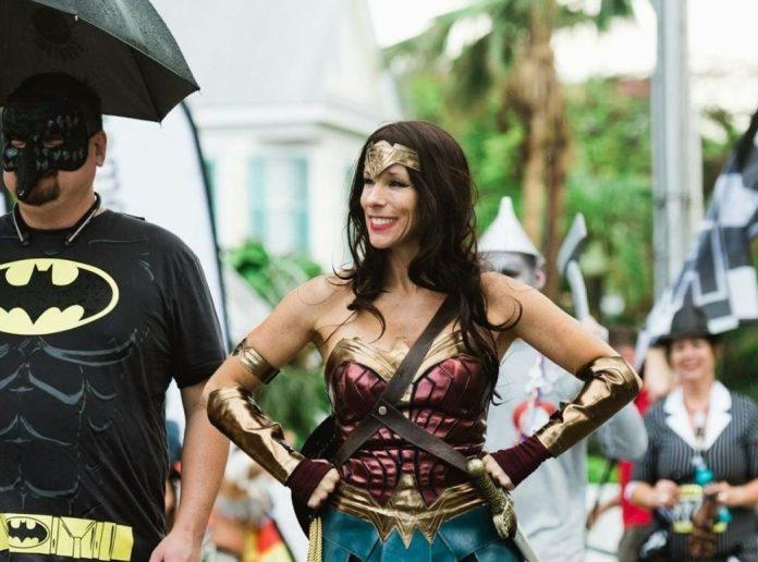 Run, Beth, Run – Such a happy way of helping others - A woman holding an umbrella - Florida Keys