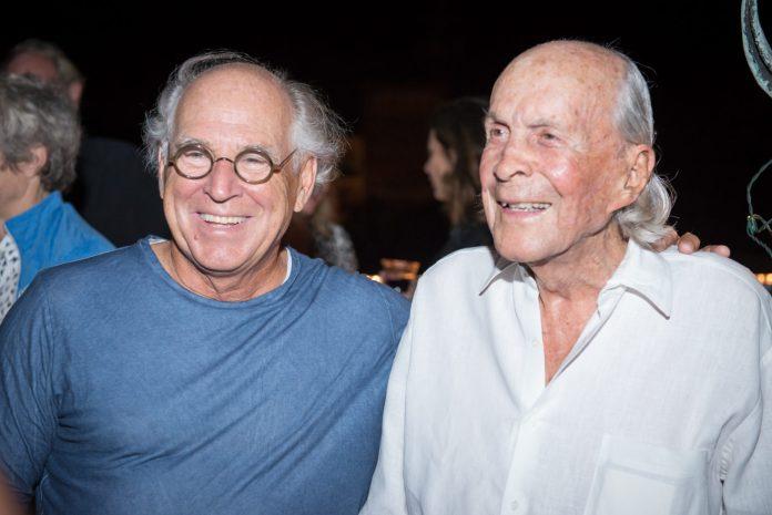 The Brilliant Life of David Wolkowsky - Jimmy Buffett et al. posing for the camera - David Wolkowsky