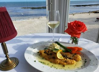 Hideaway Café: the most romantic restaurant in the Keys - A plate of food and a glass of water on a table - Hideaway Café