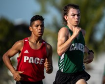 Coral Shores' Riley Oakley runs his way to a school record with a time of 4 minutes and 51 seconds. AUSTIN ARONSSON/Keys Weekly