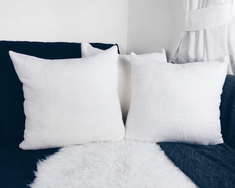 almofadas de pelo branco