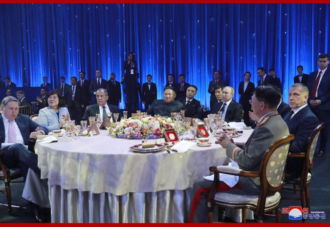 El presidente Putin ofreció banquete en honor del Máximo Dirigente KIM JONG UN