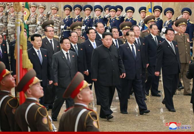 Máximo Dirigente visita Palacio del Sol Kumsusan