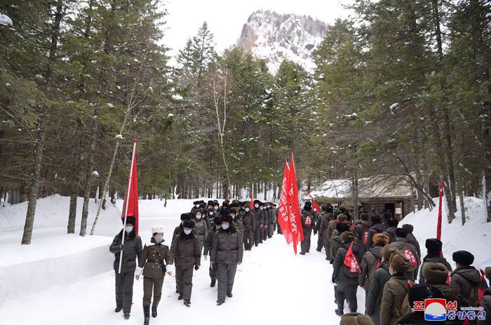 Funcionarios de la APS en el monte Paektu.
