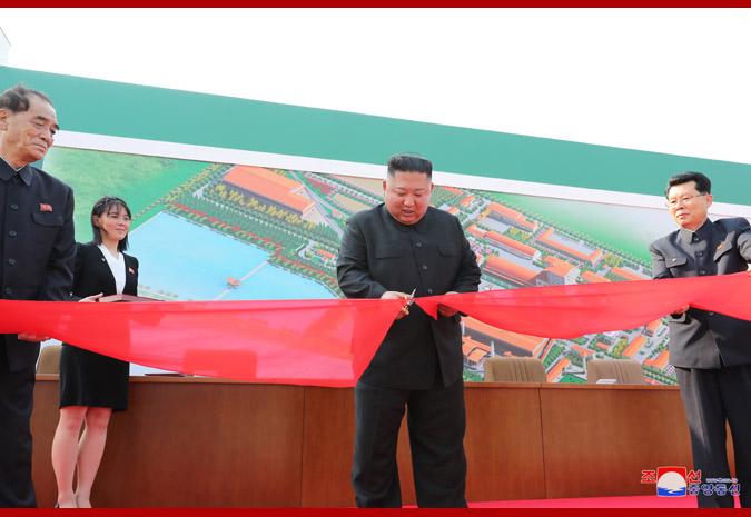 KIM JONG UN participa en inauguración de fábrica de fertilizantes.