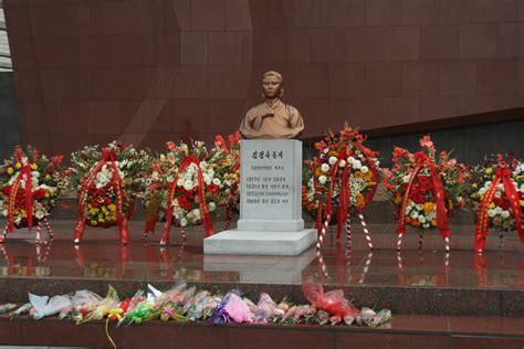 Homenaje a Kim Jong Suk en su aniversario