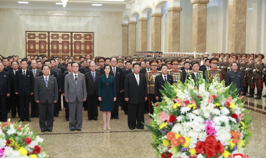 Máximo Dirigente visita el Palacio del Sol Kumsusan en el día de fundación de la RPDC