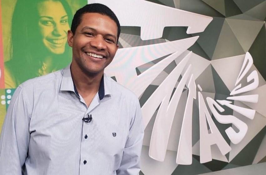 Globo define Márcio Bonfim como substituto de Tadeu Schmidt no Fantástico