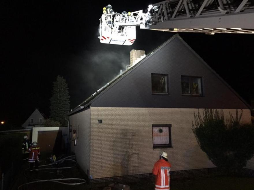 Küche im Dachgeschoss brennt in voller Ausdehnung