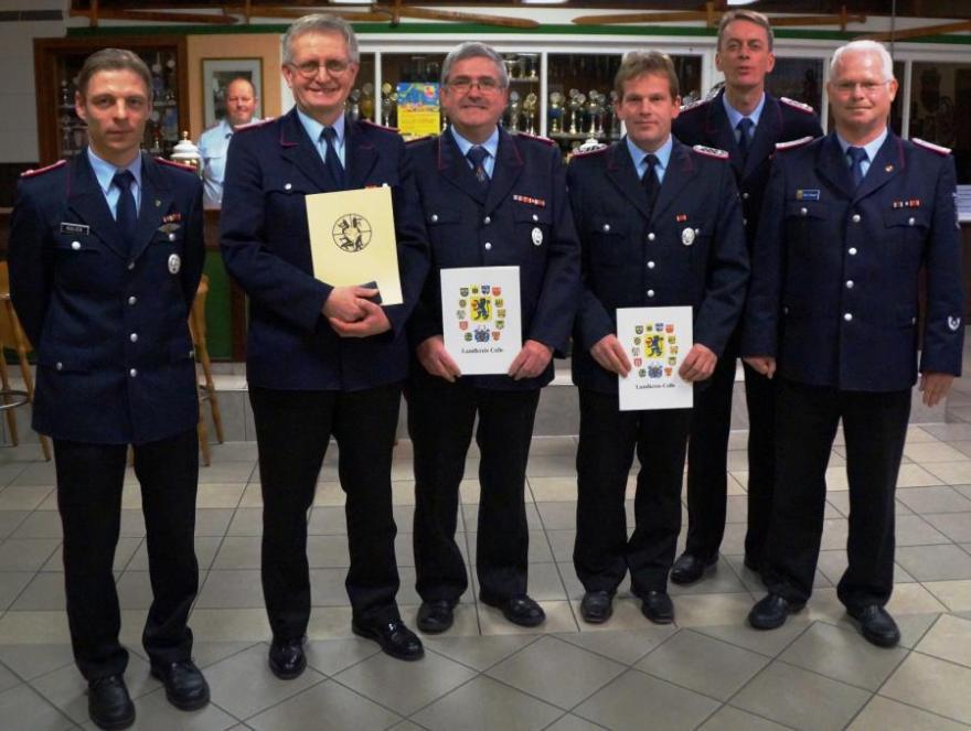 Heinz Radschun mit der Ehrennadel in Bronze des Landesfeuerwehrverbandes geehrt