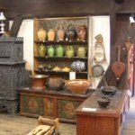 Raum 10: Haushaltgeschirr einer bäuerlichen Küche im frühen 19. Jahrhundert