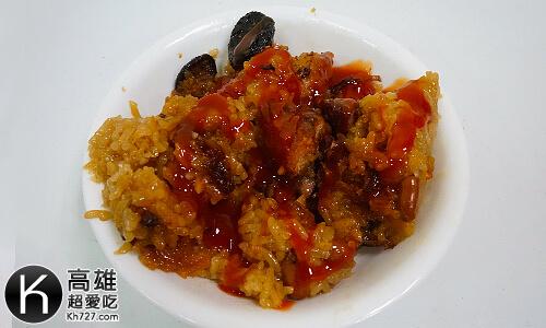 《龐家肉粽》加上甜辣醬以後辣辣甜甜的超級對味!