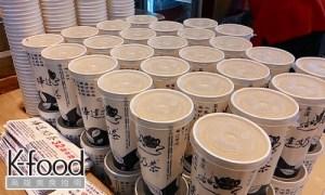 《樺達奶茶》杯子上都是老店的精神