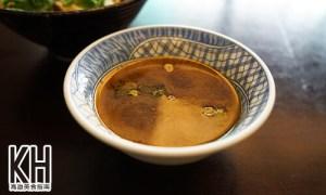 《金湯園麵食館》牛肉拌麵附贈的牛肉湯