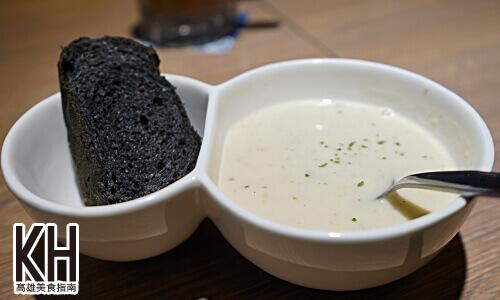 《鬍子茶》套餐濃湯竹炭麵包