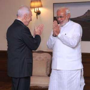 इस्राइल के पूर्व राष्ट्रपति शिमोम पैरेस 06 नवम्बर, 2014 का दिने नई दिल्ली में प्रधानमंत्री नरेन्द्र मोदी से मुलाकात कइलन.