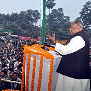 पटना में एगो समारोह में होमगार्डन के संबोधित करत बिहार के मुख्यमंत्री जीतन राम माँझी.