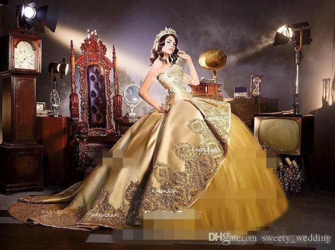 Gold Embrodiery Appliques corset gothic Quinceanera Dresses with Detachable cathedral train Sweet 16 Birthday Party Pageant Masquerade Dress