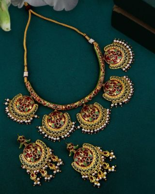 Tahira Faux Pearls Embellished Necklace Set