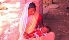 बच्चा के लेल चिंतित अनिता देवी