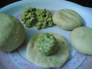 paratha-dough-peas-stuffing