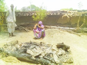 देवी दयाल कुशवाहा के ही पशुबाड़ा मा जलावें खातिर बनाई गए रहै चिता