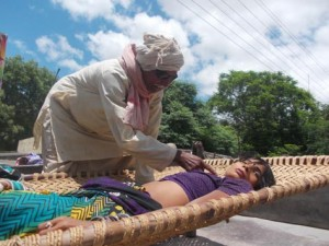 29-07-15 Mahoba Kabrai - Surha Woman web