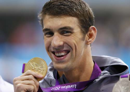 michael-phelps_with_gold_medal ww