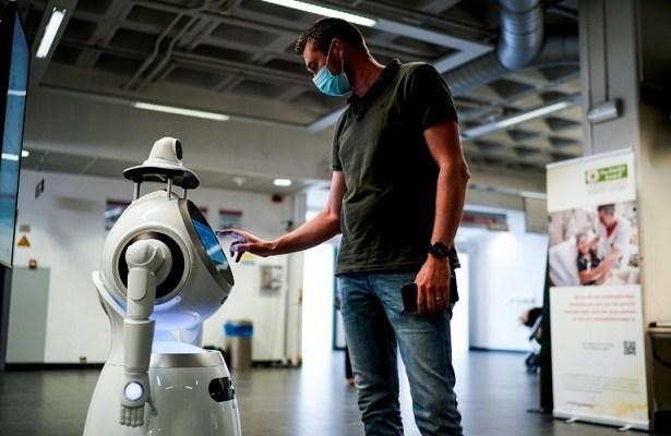 Robots, coronavirus, COVID-19