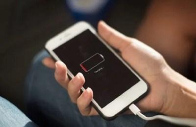 Apple, iPhone battery complaints