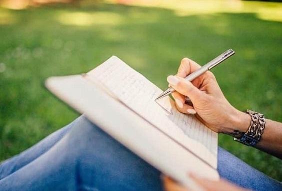 Writing on paper, smartphone, research, Konyoshi Sekai, Japan