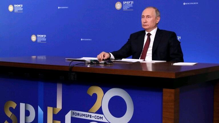 بوتين يُلَّوح بالاستغناء عن استخدام الدولار في تعاملات بلاده