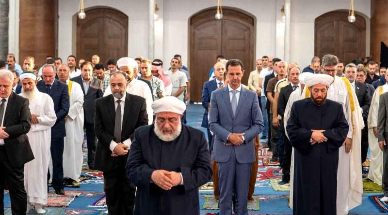 الرئيس الأسد يؤدي صلاة عيد الأضحى في حمص في جامع خالد بن الوليد