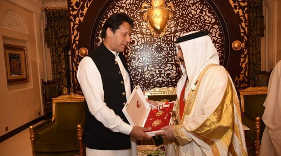 Bahrain's King Hamad confers highest Civil Award on PM Imran Khan