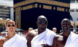 US rapper Akon performs Umrah in Makkah, Saudi Arabia