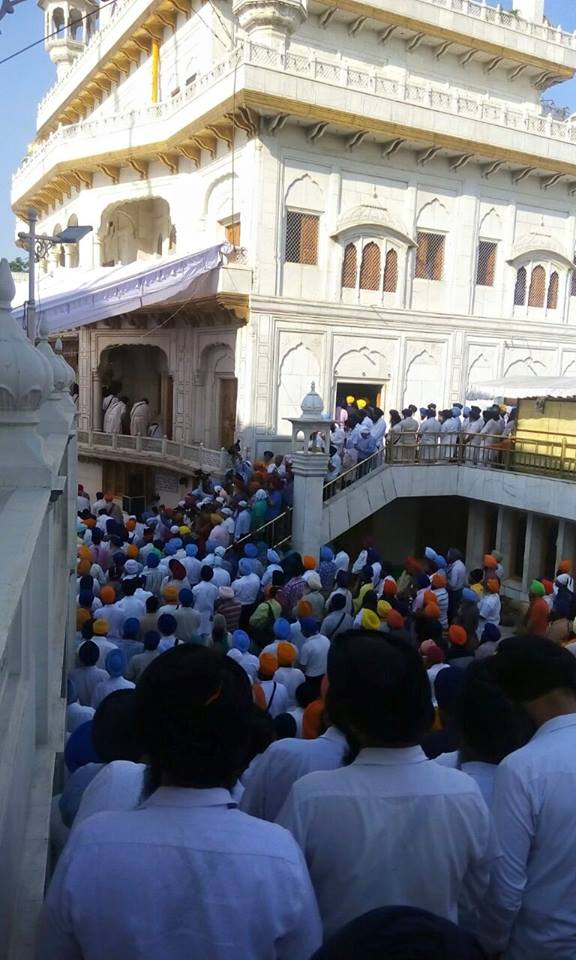 1000s of Sikhs have gathered @ Darbar Sahib to remember the attack 31 years ago 4