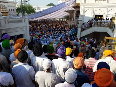 1000s of Sikhs have gathered @ Darbar Sahib to remember the attack 31 years ago 5