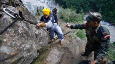 HELICOPTERS RESCUE THOUSANDS ON THE WAY TO SRI HEMKUND SAHIB