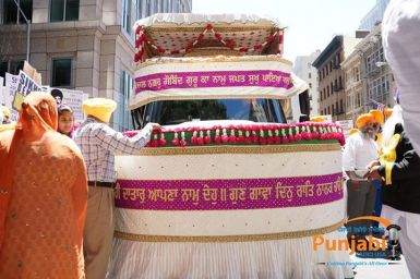 Pictures & Videos London - Thousands of Sikhs march to remember Amritsar temple attack (20)