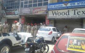 Police-outside-Dal-Khalsas-office